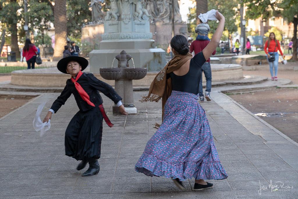 ballerini-in-piazza-a-salta